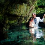 photogrphy trash the dress couple cenote